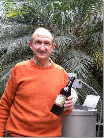 Een fiere Vincent Dilewyns met zijn Vicaris Kerst 2009