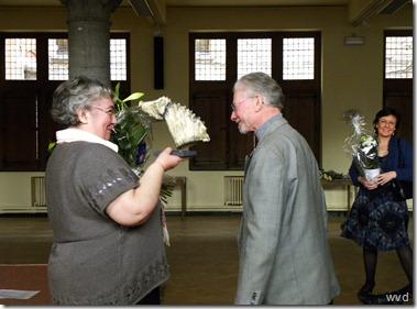 Dendermondse Persprijzen 2009 - 28 maart 2010 - Mariella Ost krijgt bloemen