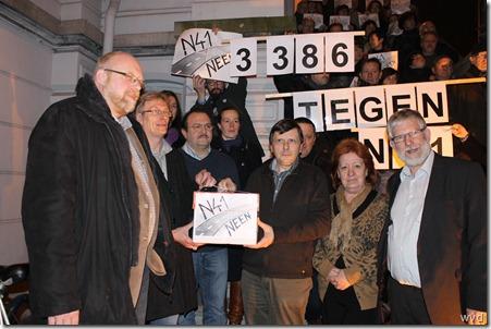 Raldes geeft in Lebbeke haar petitie tegen de N41 af.