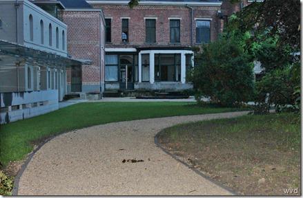 Wandelweg door de tuin, van Huis Van Winkel