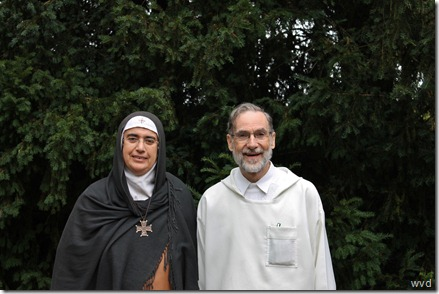 Zuster Agnes-Mariam van het klooster Mar Yacub samen met Daniel Maes