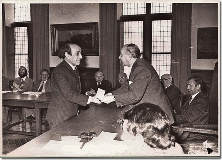 1974 sociaal cultureel werk - Gust Dierickx ontvangt persprijs