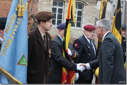Duits ambassadeur Eckart Cuntz met oudstrijders