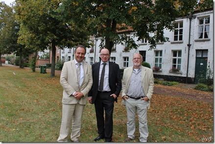 Kris Verwaeren (l), Piet Buyse en Marc Block van de vzw (r)