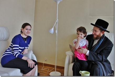 Rezi (links), Sara en vader Moshe Friedman