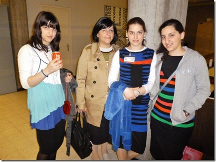 Lea Rosenzweig en dochters Giti (links), Rezy en Esther (rechts)