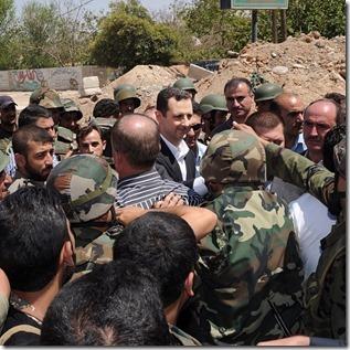 Bashar al Assad -  Met soldaten - 4 - Instagram