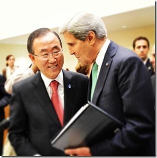 Ban Ki-Moon (links) en John Kerry