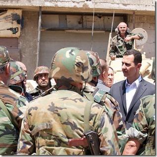 Bashar al Assad -  Met soldaten - 3 - Instagram