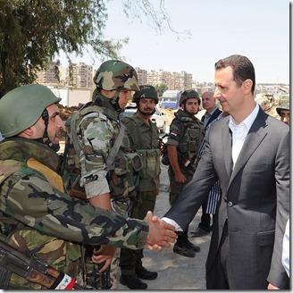 Bashar al Assad -  Met soldaten - 6 - Instagram