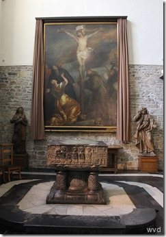12de Eeuwse romaanse doopvont met 'Calvarie' van Antoon Van Dijck