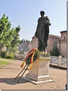 Rome 54 -  Forum - Standbeeld Julius Caesar