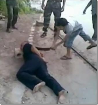 Kind onthoofd man - Khaled ibn al Waleed Brigade - Najaar 2012 - Homs