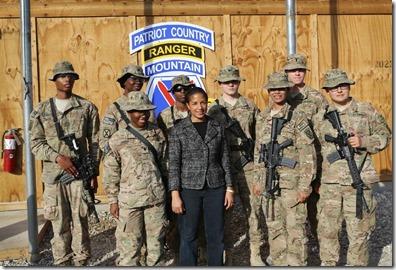 Susan Rice met Amerikaanse soldaten
