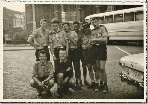 Verkenners Tongerlo 1964 op weg naar huis - Eddy Verhavert rechts vooraan, Paul De Leenheer, rechts achteraan, Swa Collier derde van links achteraan