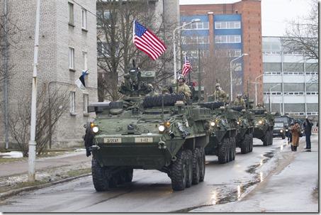 Amerikaanse pantserwagens aan Russische grens