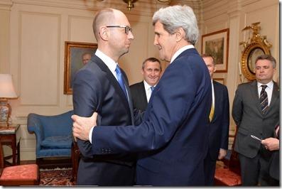 John Kerry met Arseni Jatsenjoek premier van Oekraïne