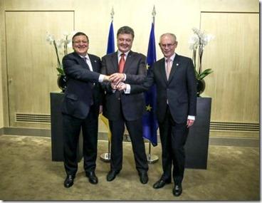 Petro Porosjenko met Manuel Barroso en Herman Van Rompuy - Milaan - 16-10-2014