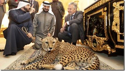 Didier Reynders - In Saoedi Arabië - met Nayef en broer Saud al Shaalan en luipaard