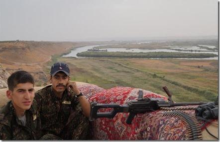 YPG aan de Eufraat bij Jarabloes