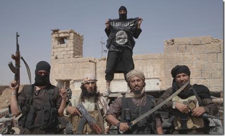 ISIS met wapens waaronder kromzwaard