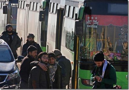 Aleppo - Evacuatie en schreiende jihadisten - 15-12-2016