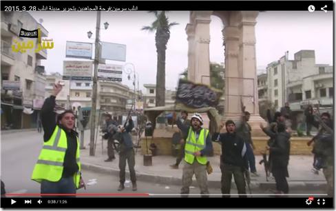 Witte Helm met vlag van Jabhat al Nusra - 28 maart 2015 - Idlib