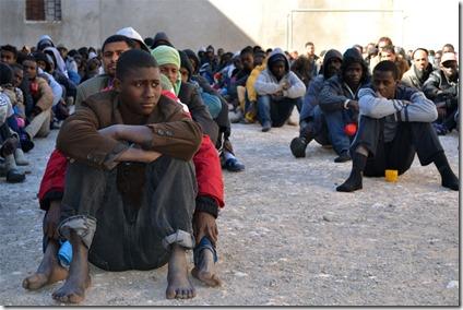 Immigranten uit zwart Afrika in gevangenschap in Libië - 2
