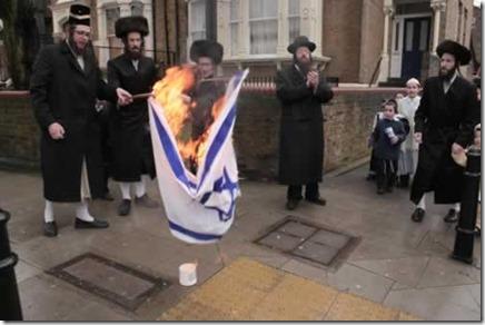 Joden verbranden Israëlische vlaggen