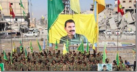 Rakka - Vlag PKK met Ocalan - PKK verovering - Oktober  2017