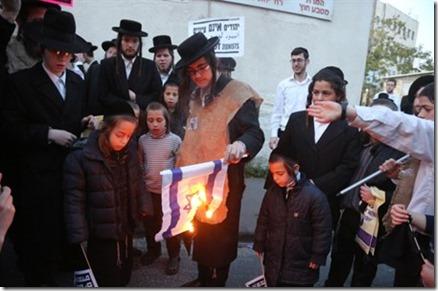 brandende Israëlische vlag