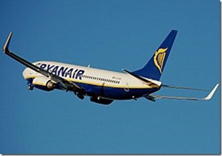 266px-Ryanair.b737-800.aftertakeoff.arp