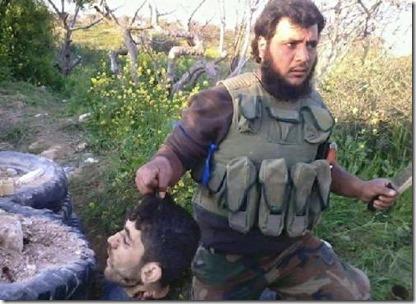 Aboe Sakkaar met hoofd in de provincie Idlib - April 2015